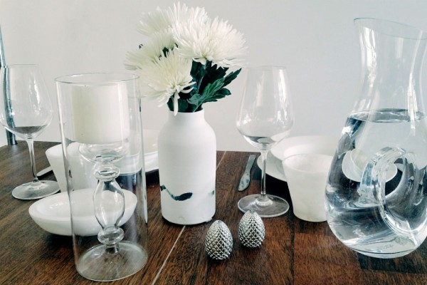 BLOOMBOX CO tablescape tutorial flowers minimal white