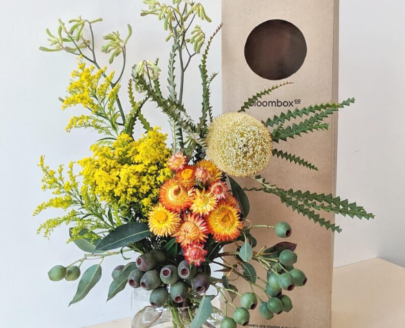 Australia Day Inspired Flower Arrangement With Native Flowers - Tutorial